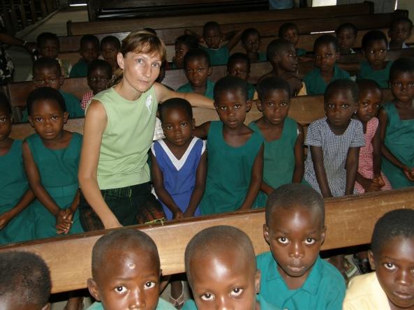 Elena Vinocurova şi copii din Gana