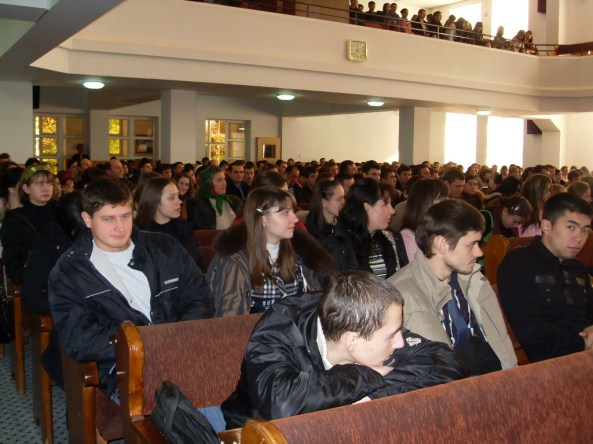 """Tinerii din Biserica """"Sion"""" - Ungheni"""