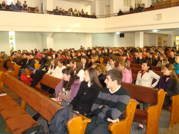 """Participanţii la conferinţa de tineret pe comunitatea Chişinău """"Imperativele între căsătoriei""""."""
