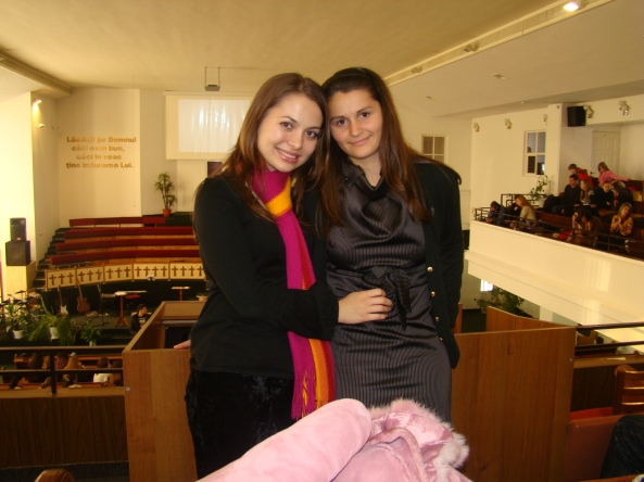 Eu şi Taniusha Tudos la balcon, lângă pupitru de sonorizare