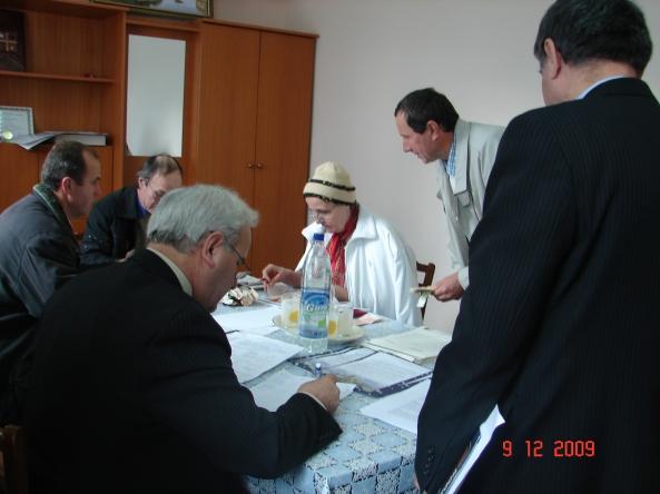vice episcopul, Alexandru Goncearuc şi contabila şef, Tatiana Romanel la Taraclia